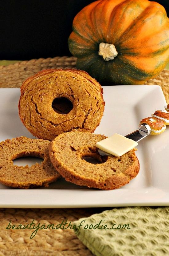 Grain Free low Carb Pumpkin Spice Bagels. #grainfreepumpkinbagels