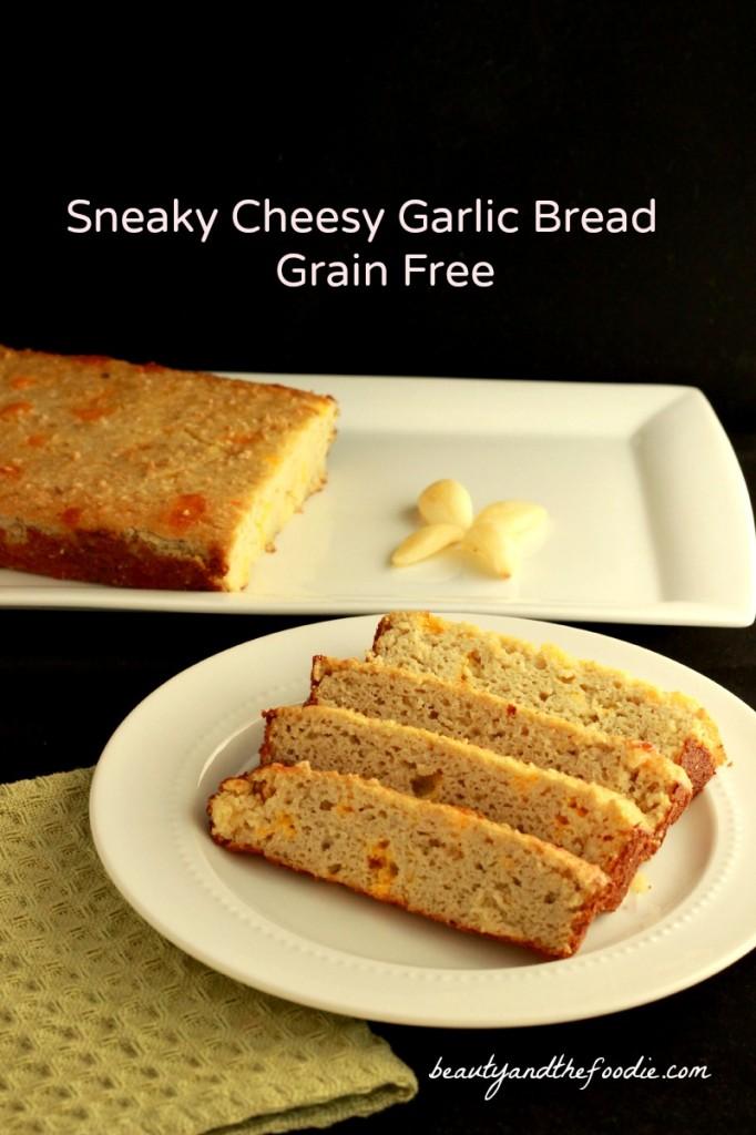 Sneaky Cheesy Garlic Bread grain free / beautyandthefoodie.com