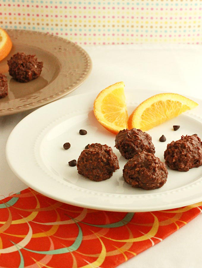 Raw Chocolate Orange Truffle Bites - Paleo and Low Carb version. No Bake chocolate fudgy bites with orange flavor!